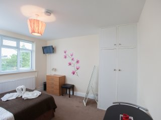 Room in Harrow Self Catering RP5