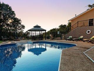 Beaver Lake Home w/ Swimming Pool Sleeps 12