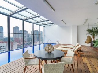 Commanding views and rooftop pool, Mexiko-Stadt