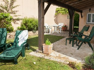 Grace's Gate, 2 pools in glorious gardens, adults only, self catering cottage, Bourniquel
