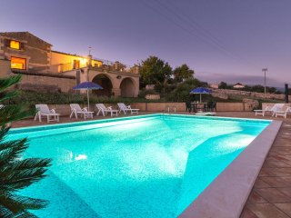 Diana, country villa with pool and panoramic view, Marina di Ragusa