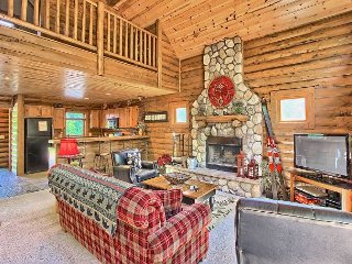 4BR Mountain Cabin - Skiers Paradise, Slope Side, Sleeps 13, Boyne Falls