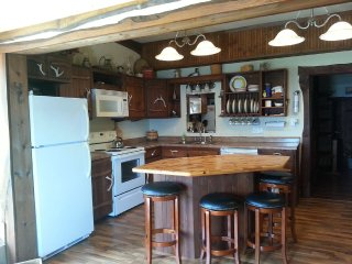 STAY AT THE RIVER ROAD HIDEOUT!, Ferryville