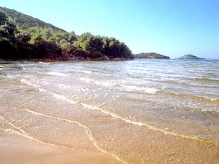 NEW - 2 BED. APARTMENT MINUTES TO BEACH - CROATIA!, Kukljica