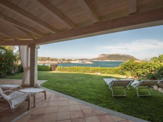 Luxury apartment in front of the sea,, Golfo Aranci
