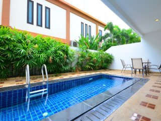 Luxury Pool Condo 2 Bedroom 300m To The Beach, Pattaya