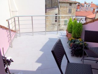 Charming Apartment With A Terrace, Koper