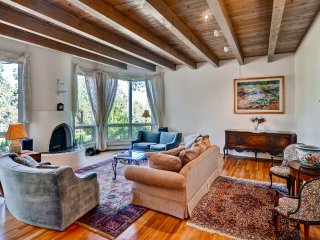 Vibrant 4BR Santa Fe House w/Wifi, Jetted Tub & Gorgeous Mountain Views - Easy Access to Hiking & Art Galleries!