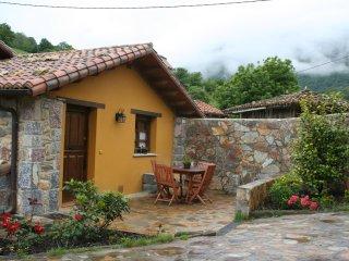 Casa rural con Jacuzzi Valle de Bueida -El Palacio, Ricabo