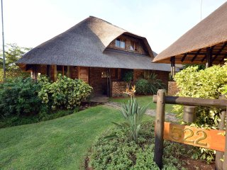 Thatched house, 8 miles from Kruger National Park, Hazyview