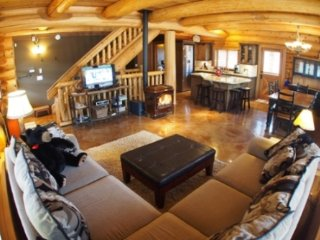 Vacation Homes - Eagle Home, Sun Peaks