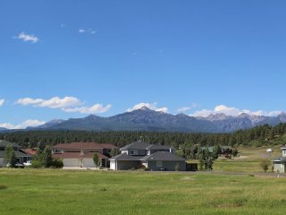 Aspenwood 4220 is a conveniently located studio vacation condo right around the