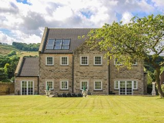 HARTCLIFFE VIEW, luxury cottage, games room, family friendly in Stocksbridge, Ref 18205