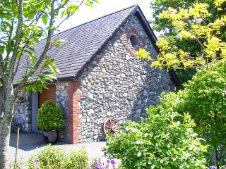 STONE LODGE, all first floor, en-suite, solid-fuel stove, parking, garden, in