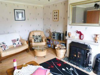 SISTER'S VIEW en-suite, loch views, pet-friendly, WiFi in Ratagan, Dornie Ref 936984