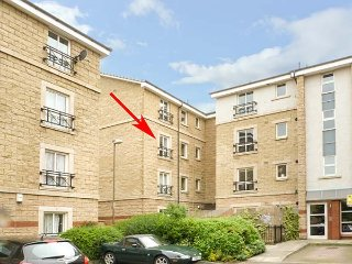 4/6 DRYDEN GAIT, central second floor apartment, super king-size bedroom, parking, in Edinburgh, Ref 939069