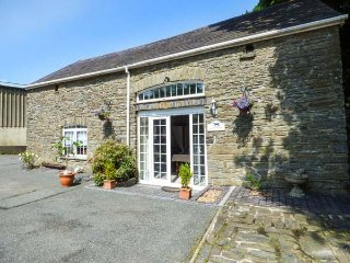 GARDEN APARTMENT spacious studio accommodation, romantic retreat, four poster, in Llandysul Ref 939766