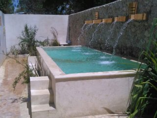 Modern pool home, Free Int'l Calls/Internet in Ctr, Merida