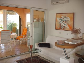 Luxury apartment(sea view),first line to the beach, Novalja