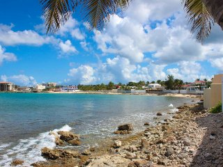 LA CASITA...charming, comfortable oceanfront villa in Beacon Hill, St Maarten