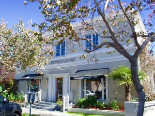 1/2 Block to the BEACH! Coronado Carriage House