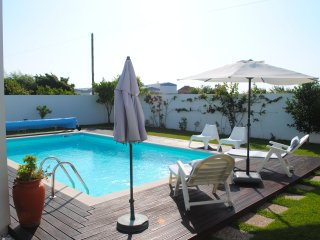 Vacation studio in luxury villa with pool, Aveiro