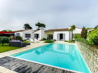 Villa with a pool, 30m from the beach, Sainte Marie de Re