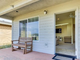 Dog-friendly home w/ bay views, nearby beach & bay access & shared pool, tennis!, Waldport