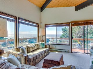Sunny home w/ ocean view, private hot tub & beach access!, Newport