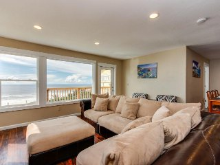 Newly remodeled dog-friendly condo w/ marvelous ocean views, easy beach access!, Lincoln City