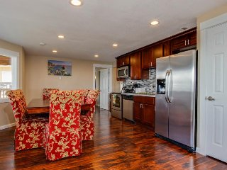 Luxury, spacious renovated condo w/ gorgeous ocean views - dog-friendly, too!