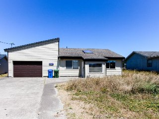 Dog-friendly Bayshore Beach home w/private dock & hot tub!, Waldport