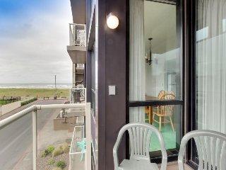 Pet-friendly condo with ocean views & pool access!, Seaside