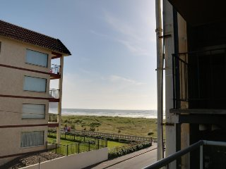 Pet-friendly condo for four right next to the beach, Seaside