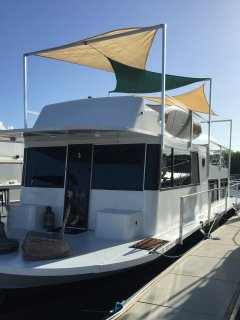 This is the most cleanest comfortable house boat in the keys!