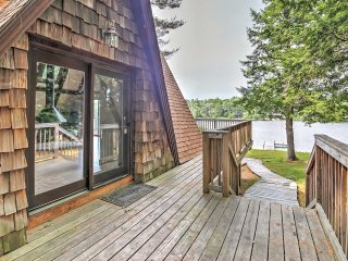 Cozy 3BR New England House on the Lake w/Suspended Fireplace - Near Hiking