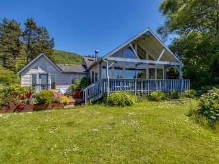 Enjoy serenity from this bayfront, dog-friendly home w/ private hot tub, Pacific City