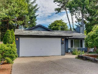 Spacious, dog-friendly home near the beach - perfect for large groups!, Depoe Bay
