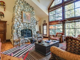 Luxury alpine home w/jetted tub, close to skiing! Includes shared hot tub, pool!, Beaver Creek