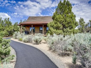 Enjoy shared pool & hot tub, resort amenities, beautiful locale, & on-site golf!, Powell Butte