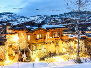 Luxurious ski-in/ski-out chalet with mountain views, balcony, Vail