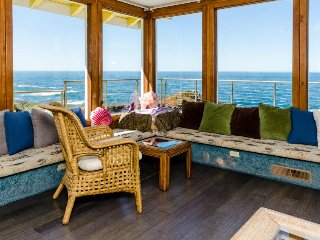 Seaside home w/ magnificent ocean views, private hot tub, & cozy wood stove!, Fort Bragg