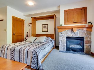 Ski-in/ski-out, cozy studio, access to Club Solitude - pools, hot tubs, etc!