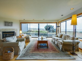 Dog-friendly oceanfront home w/private hot tub, shared pool, views from deck, Sea Ranch