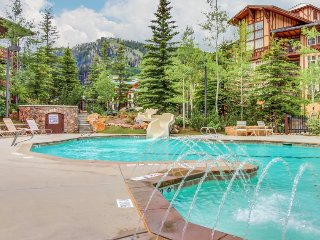 Ski-in/ski-out condo with a deck, ski views & a shared pool and hot tub!, Solitude
