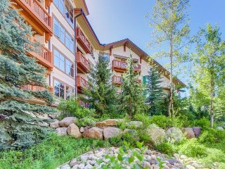Welcoming ski-in/ski-out condo w/shared hot tub & pool & Club Solitude access