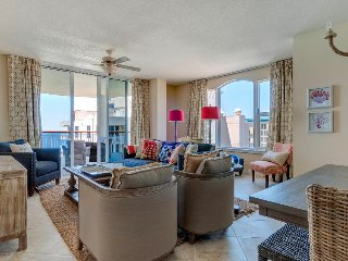 Oceanfront penthouse w/ incredible views, new furnishings, shared pool & more, Navarre