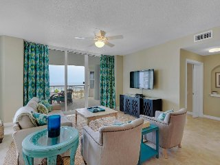 Sunny, waterfront condo w/ beautiful balcony views & shared pool - walk to beach, Navarre