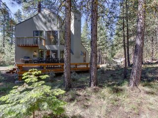 Contemporary lodge w/ shared pool, hot tub, resort amenities & entertainment!