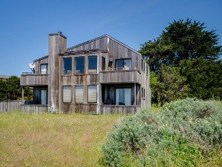 Enjoy ocean views and a private hot tub! Two dogs okay!, Sea Ranch